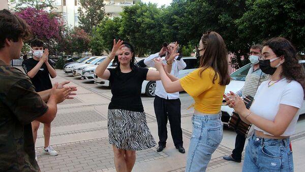 Eşinden boşandı, davul zurnayla kutladı - Sputnik Türkiye