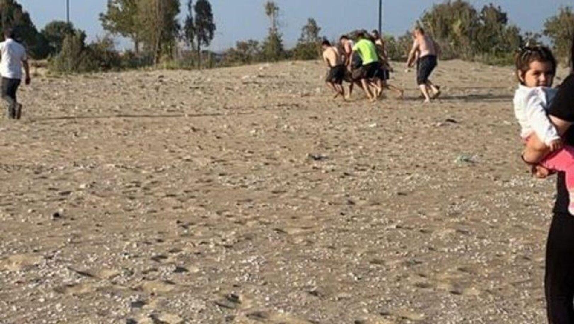 Hatay'ın Erzin ilçesinde denizde boğulma tehlikesi geçiren 2 kişiyi kurtarmak isteyen Mustafa Atmaca (19) akıntıyla sürüklenerek boğuldu. Boğulma tehlikesi geçiren 2 kişi ise çevredekiler tarafından kurtarıldı. - Sputnik Türkiye, 1920, 20.06.2021