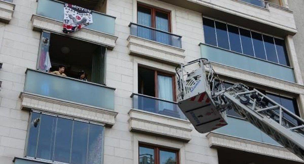 İstanbul'da yangın: 5'i çocuk 7 kişi itfaiye merdiveniyle kurtarıldı