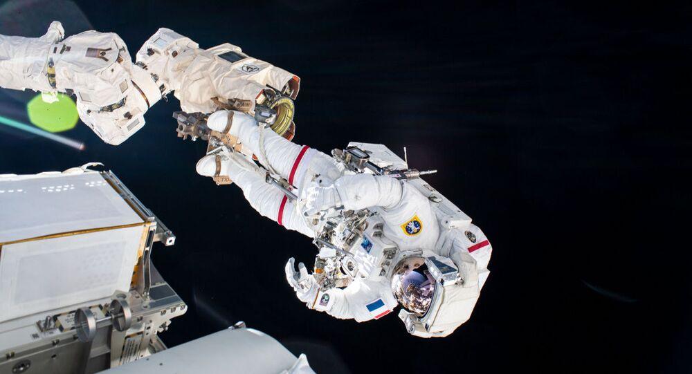 UUİ- astronot