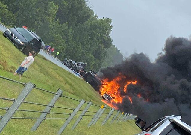 ABD'nin Alabama eyaletindeki I-65 eyaletler arası otoyolda 18 aracın karıştığı zincirleme trafik kazasında 9'u çocuk 10 kişi hayatını kaybetti.