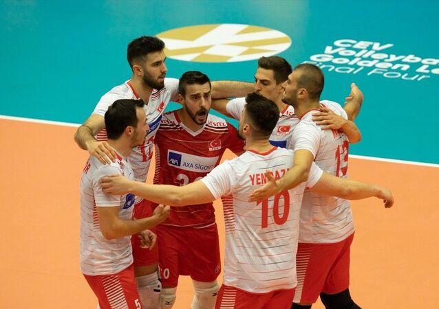 A Milli Erkek Voleybol Takımı, Belçika'da düzenlenen 2021 CEV Avrupa Altın Ligi finalinde Ukrayna'yı 3-1 mağlup ederek yenilgisiz şampiyon oldu.