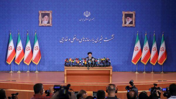 İbrahim Reisi, İran cumhurbaşkanı seçilmesinin ardından ilk basın toplantısını düzenledi. - Sputnik Türkiye