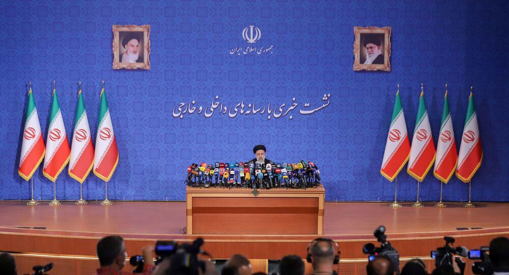 İbrahim Reisi, İran cumhurbaşkanı seçilmesinin ardından ilk basın toplantısını düzenledi.