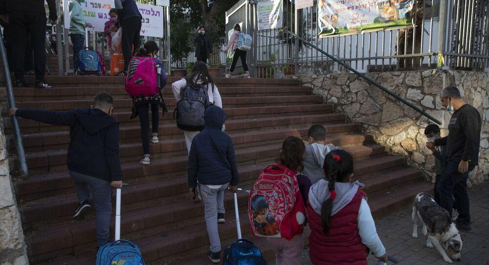 İsrail'de Delta varyantı nedeniyle okullarda Kovid-19 vakaları artıyor