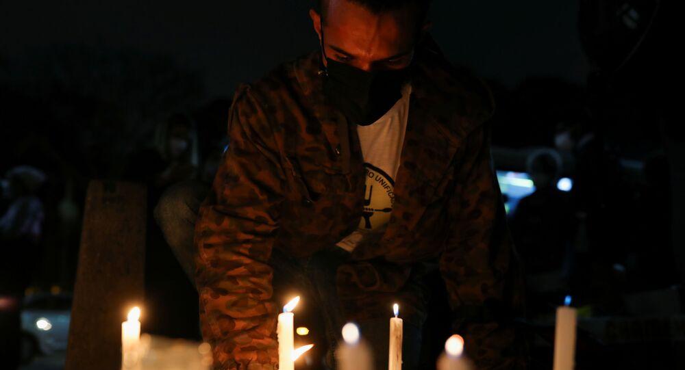 Brezilya'da Kovid-19'dan ölenlerin anısına 18 şehirde  500'er mum yakıldı
