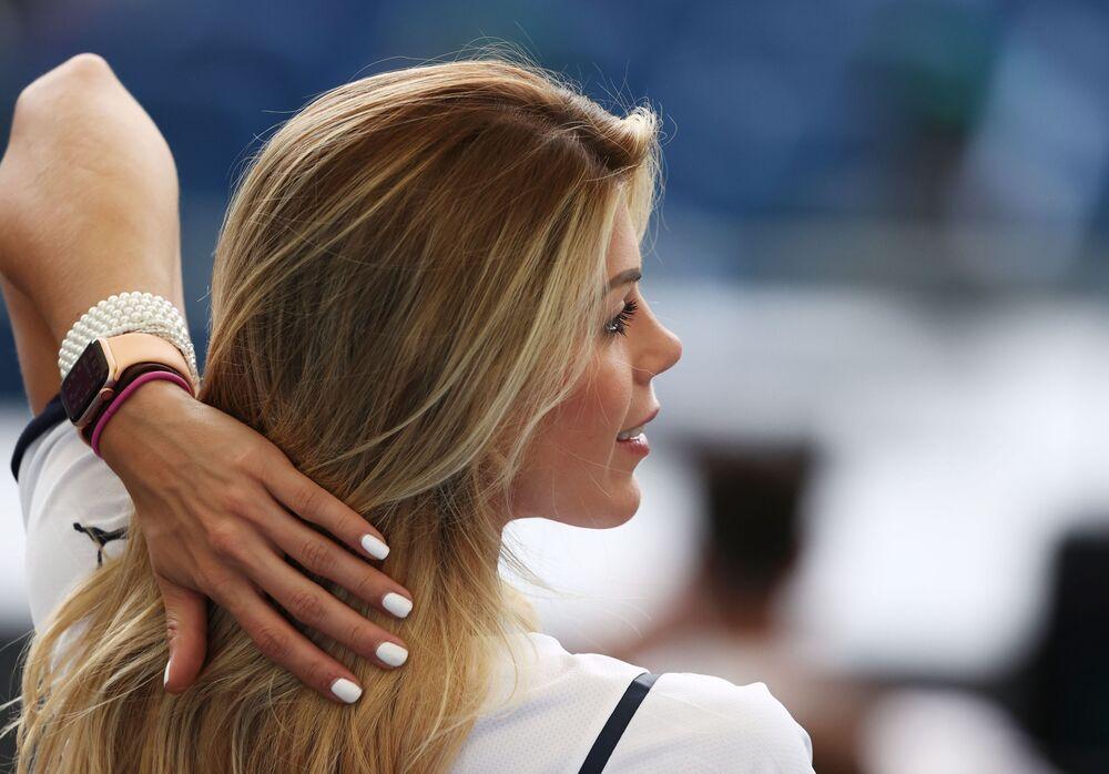 İtalyan kadın taraftar, İsviçre'ye karşı maç öncesi