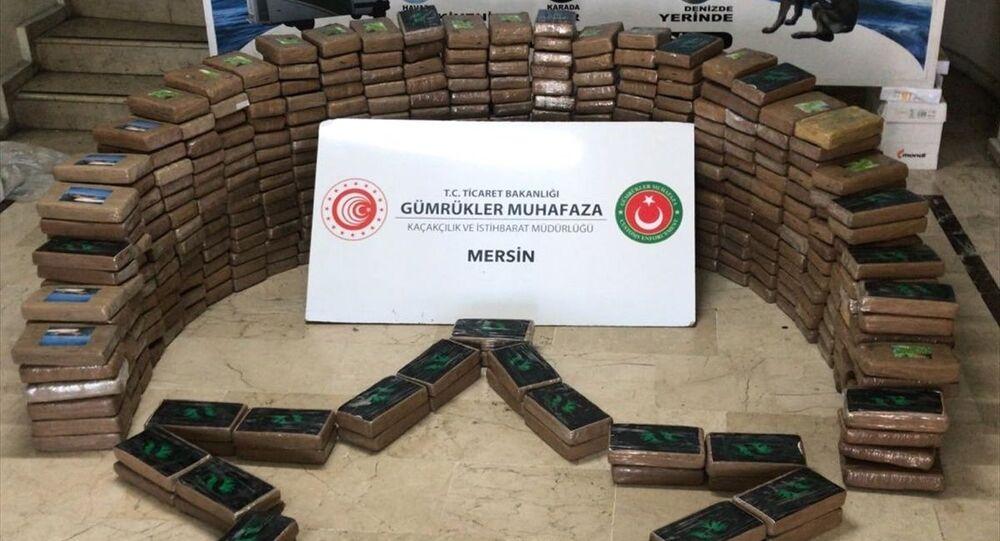 Gümrük Muhafaza ekiplerince Mersin Limanı'nda 463 kilogram kokain ele geçirildi.