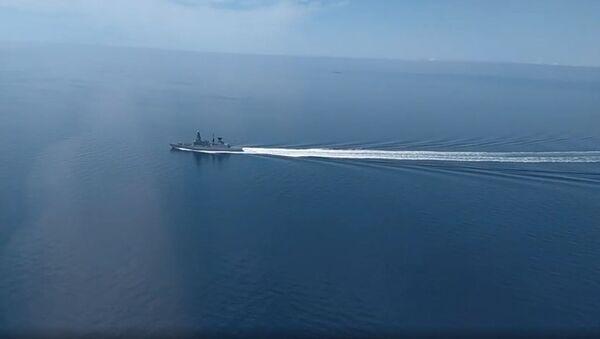 Rusya Savunma Bakanlığı'dan Karadeniz'de sınır ihlalini yapan İngiliz gemisinin görüntüleri - Sputnik Türkiye