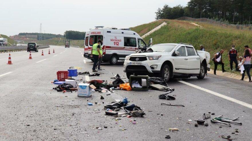 Kocaeli Kuzey Marmara Otoyolu Dilovası mevkiinde meydana gelen trafik kazasında kaza yapan araçtaki vatandaşlara su vermek için durdurduğu aracından inen şahıs, hızla gelen bir otomobilin çarpması sonucu hayatını kaybetti. Meydana gelen zincirleme kazada ise 4 kişi yaralandı.