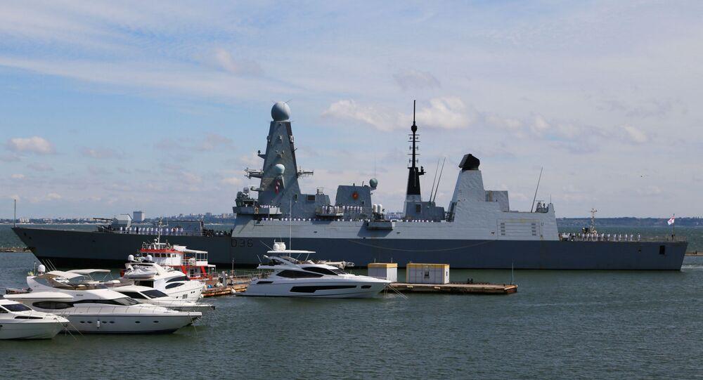 İngiliz HMS Defender gemisi