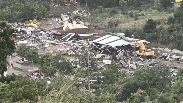 İYİ Parti Grup Başkanvekili Lütfü Türkkan'ın bir kısmı TOKİ arazisine kurulduğu belirlenen kaçak yapılarının yıkımı tamamlandı. - Sputnik Türkiye