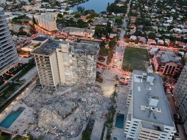 ABD'nin Florida eyaletinde 12 katlı bina çöktü