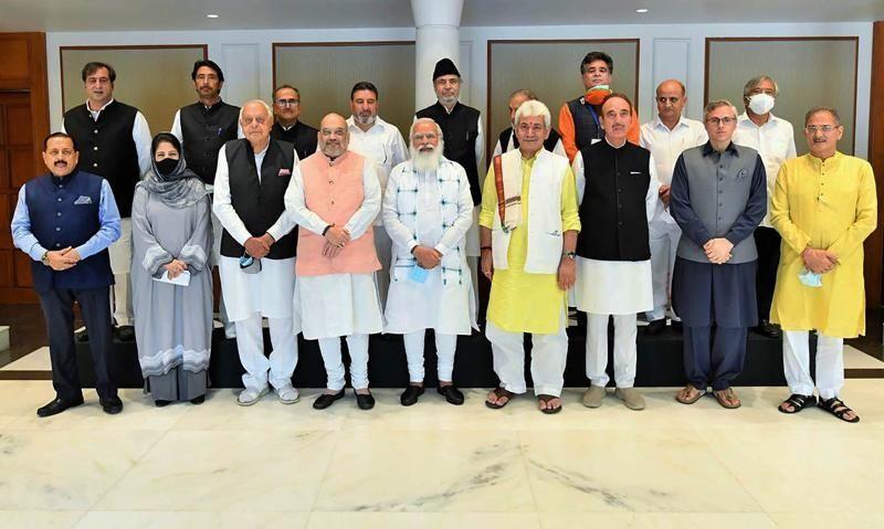 Hindistan Başbakan Narendra Modi,Hindistan kontrolünde bulunan tartışmalıCammuKeşmir'in sahip olduğu ve eyalete 'yarı bağımsızlık' tanıyan özel statüsünün 2019'da kaldırılmasından bu yana ilk kez Keşmirli yerel liderlerle bir araya geldi.