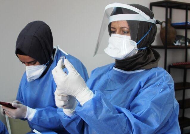 sağlık çalışanı - maske - koronavirüs - aşı