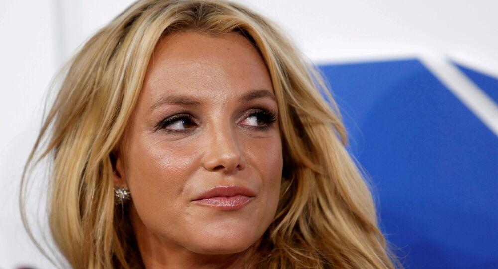 Britney Spears, 2016 MTV Video Müzik Ödülleri töreninde