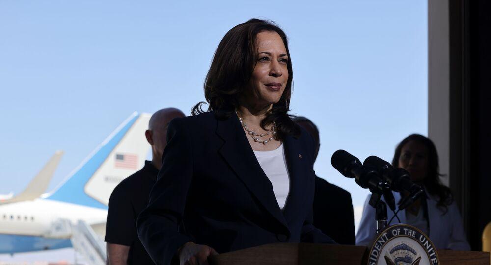 ABD'nin Meksika sınırındaki göçmen kriziyle ilgilenmesi için görevlendirilen ABD Başkan Yardımcısı Kamala Harris, sınır bölgesindeki Teksas'ın El Paso kentine gitti.