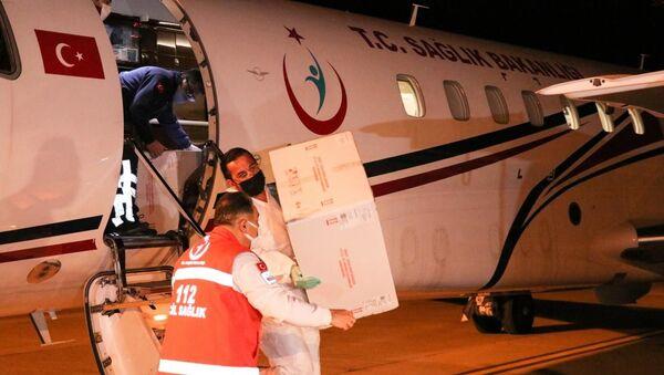 Türkiye'den Kuzey Kıbrıs'a 50 bin doz aşı daha gönderildi - Sputnik Türkiye
