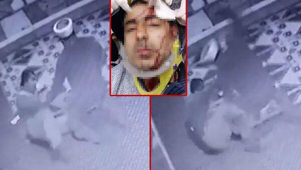 Amasya'da camide görevli müezzin Yavuz Selim A.'nın, tartıştığı aynı camide görevli imam Beytullah S. tarafından plastik tabureli saldırısında yaralandığı anlara ait güvenlik kamera görüntüleri ortaya çıktı.  - Sputnik Türkiye