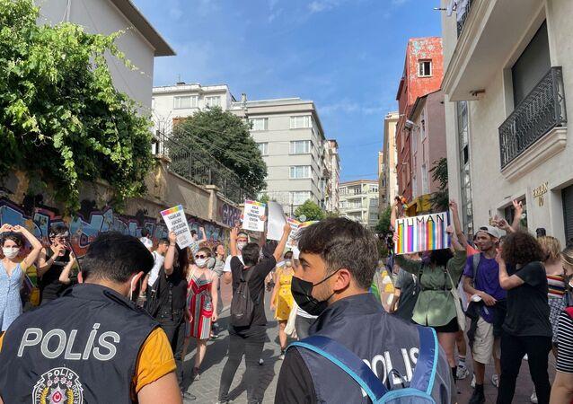 Taksim'de LGBTİ+Onur Haftası yürüyüşüne müdahale
