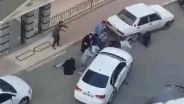7 kişiyi vurup, otomobille üzerlerinden geçmeye çalıştılar - Sputnik Türkiye