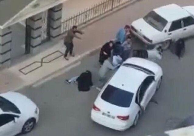 7 kişiyi vurup, otomobille üzerlerinden geçmeye çalıştılar