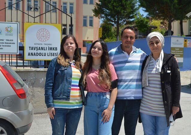 Ailece YKS'ye girdiler: 'Kızıma moral olmak için geldik ve sınava girdik'