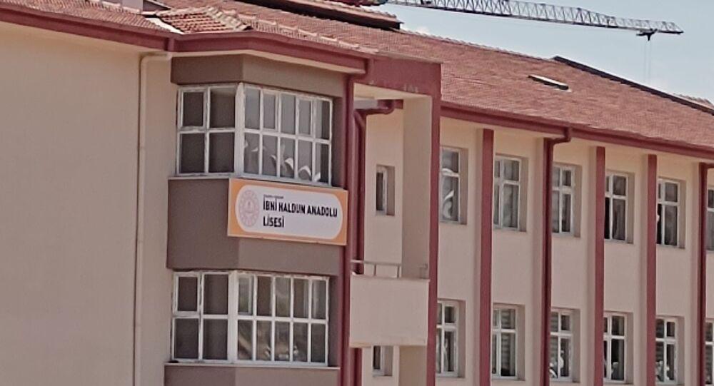 Malatya'da Yükseköğretim Kurumları Sınavı'nın ilk oturumu olan Temel Yeterlilik Testi sınavına İbni Haldun Anadolu lisesinde giren adaylar değişen okul ismi yüzünden mağduriyet yaşadı.
