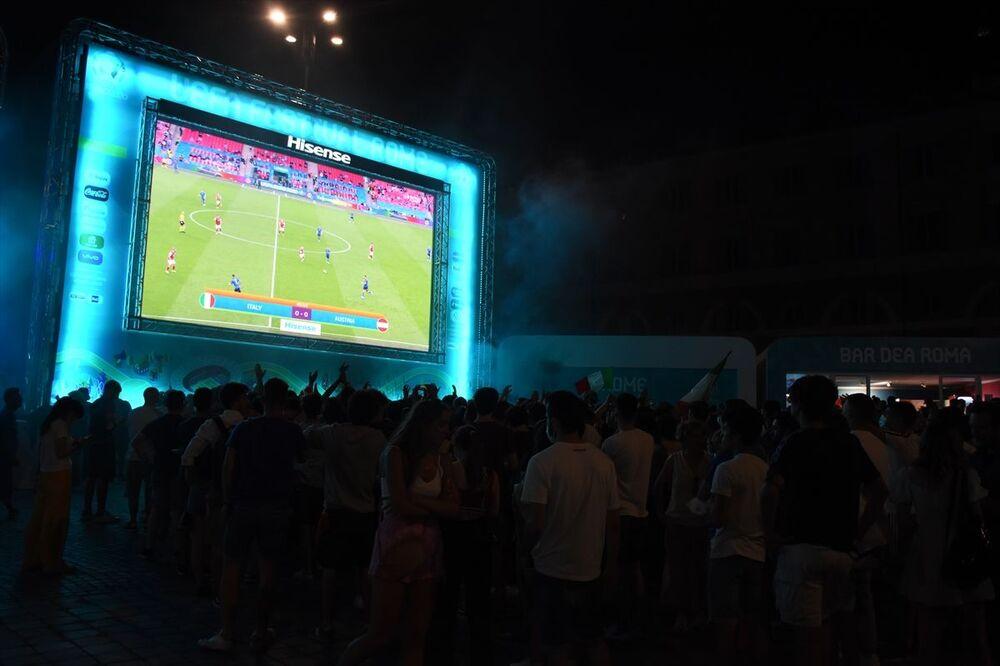 Normal süresi 0-0 sona eren ve uzatmalara giden maç nedeniyle İtalyanlar büyük heyecan yaşadı.