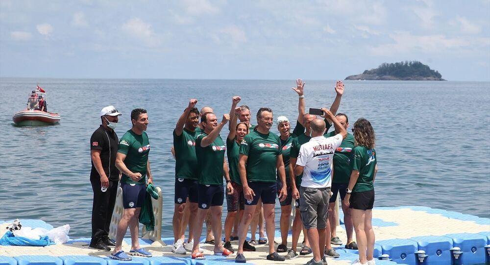 Dünya sağlık çalışanları için Soçi'den Giresun'a yüzdüler