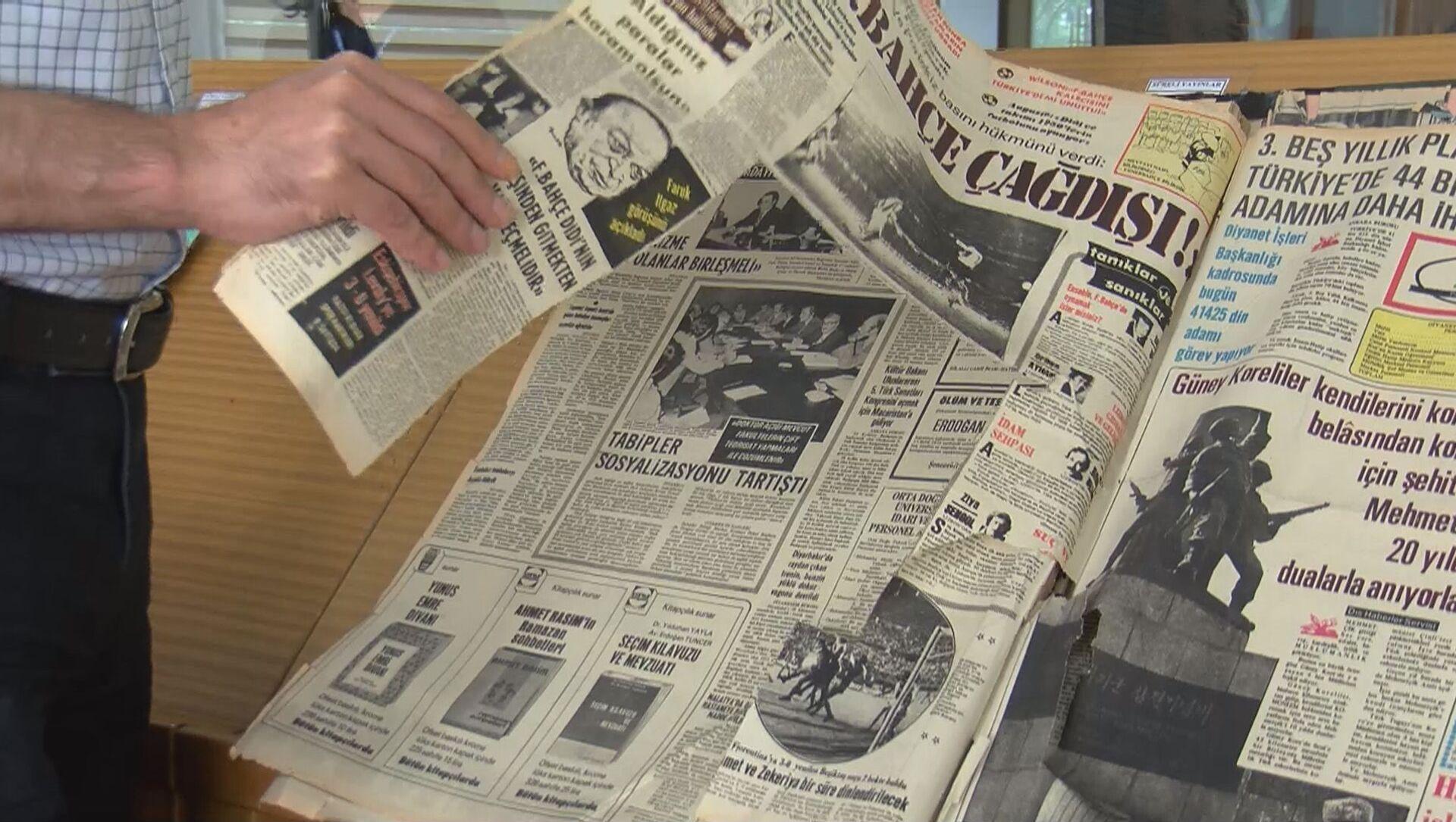 Atatürk Kitaplığı'ndaki 190 yıllık gazetelere jiletle zarar  - Sputnik Türkiye, 1920, 27.06.2021