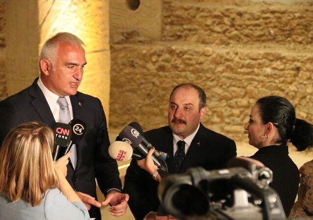 Kültür ve Turizm Bakanı Mehmet Nuri Ersoy, beraberinde Sanayi ve Teknoloji Bakanı Mustafa Varank ile GAP Bölgesi Turizm Tanıtım ve Markalaşma Projesi kapsamındaki Mezopotamya markasının tanıtımı için geldiği Şanlıurfa'da, gazetecilere açıklamada bulundu.