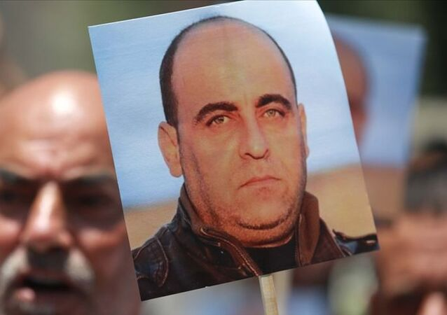 Filistin güvenlik güçleri tarafından gözaltına alınmasından kısa bir süre sonra hayatını kaybeden Filistinli muhalif aktivist Nizar Benat