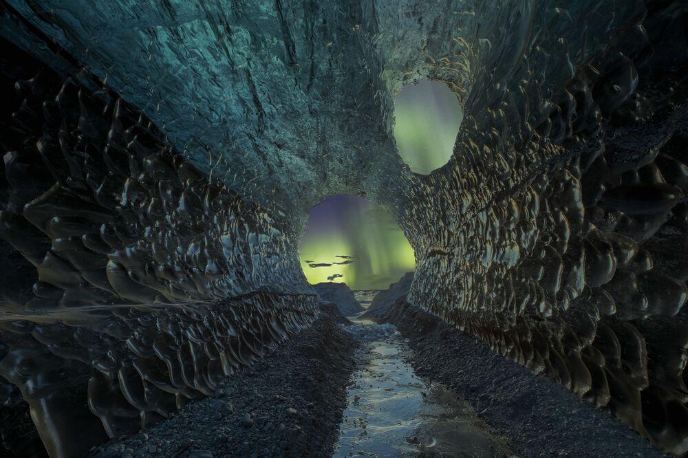 Yılın Astronomi Fotoğrafçısı 2021 Yarışmasının kısa listesine girenlerden Alman fotoğrafçı Markus van Hauten'nin Mağara isimli çalışması