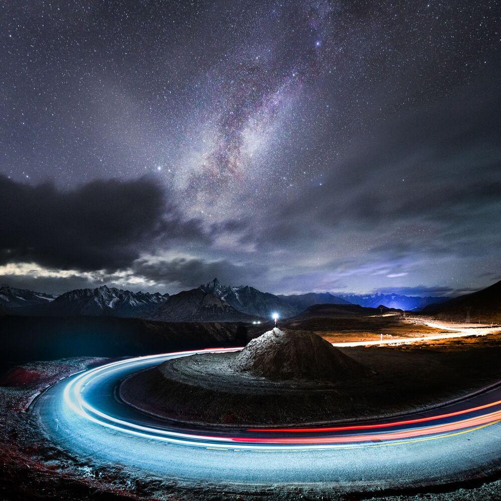 Yılın Astronomi Fotoğrafçısı 2021 Yarışmasının kısa listesine girenlerden Çinli yarışmacı Yang Sutie'nin Yıldız Gözlemcisi isimli çalışması
