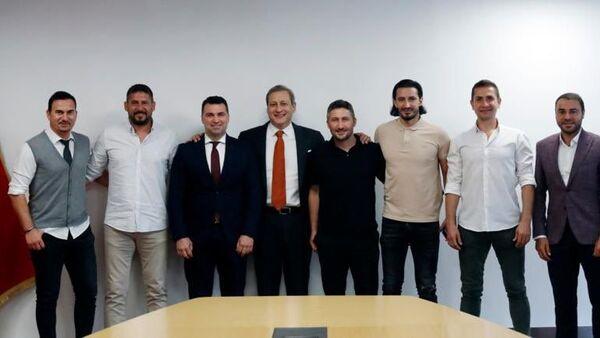 Galatasaray'ın eski futbolcularından Burak Elmas'a ziyaret - Sputnik Türkiye