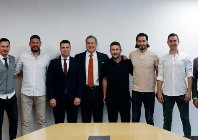 Galatasaray'ın eski futbolcularından Burak Elmas'a ziyaret