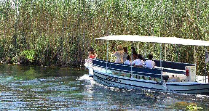 Ula Belediye Başkanlığı, azmaktaki su seviyesinin azalması üzerine harekete geçerek, insanların suya girmesini yasakladı.