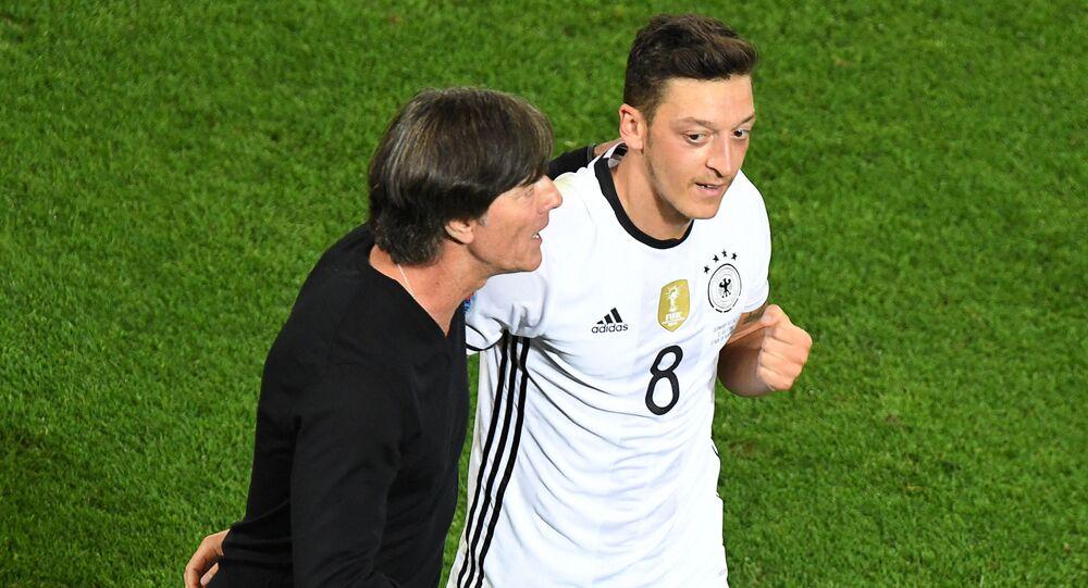 Joachim Löw ve Mesut Özil