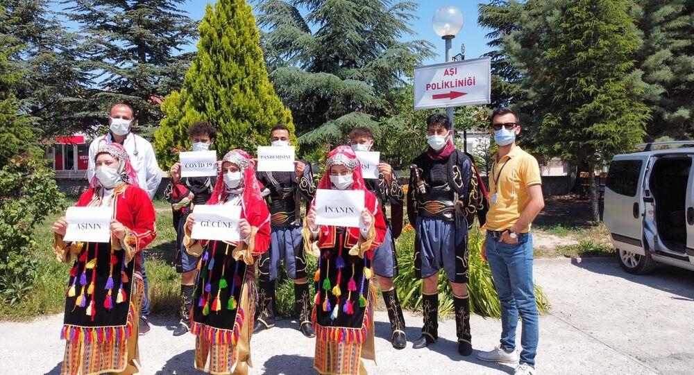 Afyonkarahisar'da halk oyunları ekibi koronavirüs aşı