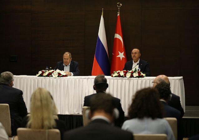 Rusya Dışişleri Bakanı Sergey Lavrov ile Dışişleri Bakanı Mevlüt Çavuşoğlu