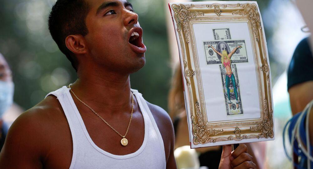 Britney Spears'in üzerindeki baba vesayetinin bitmesini destekleyen 'Britney Spears'i özgür bırakın' kampanyasının mahkeme önündeki protesto gösterisi