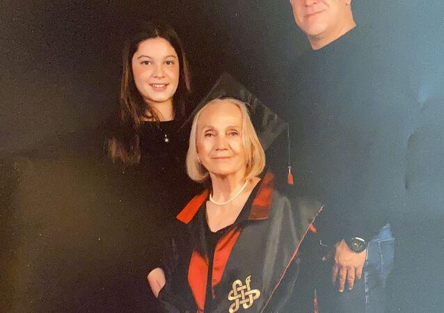 Cerrahpaşa'dan 74 yaşında mezun olan Nimet Süner
