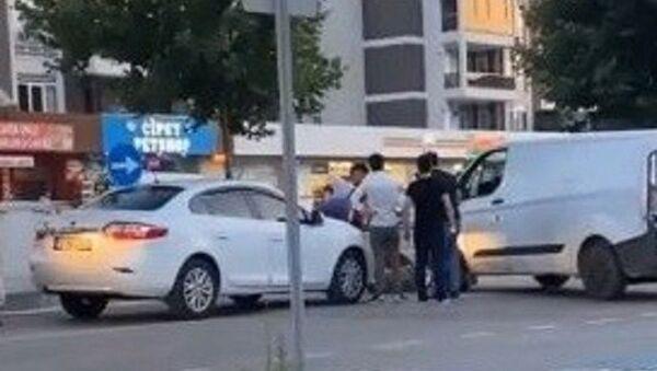 Bursa'da makas atan sürücüye yol ortasında darp - Sputnik Türkiye