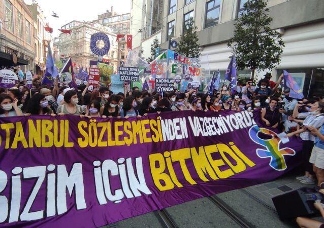 Taksim'de İstanbul Sözleşmesi