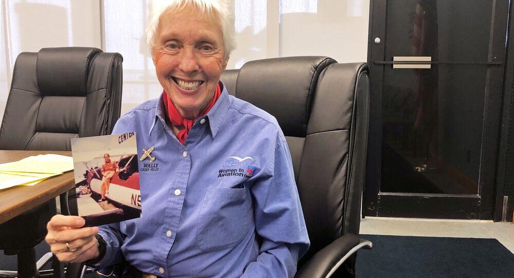 82 yaşındaki kadın pilot Wally Funk, Jeff Bezos ile uzaya uçacak