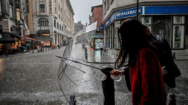 İstanbul yağmur şemsiye - Sputnik Türkiye