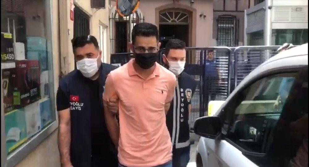 İstanbul'da bir restoranda burnunu sildiği Türk Lirası'yla hesap ödeyen ve o anları videoya çekerek sosyal medya hesabından paylaşan İsrail vatandaşı turist gözaltına alındı.
