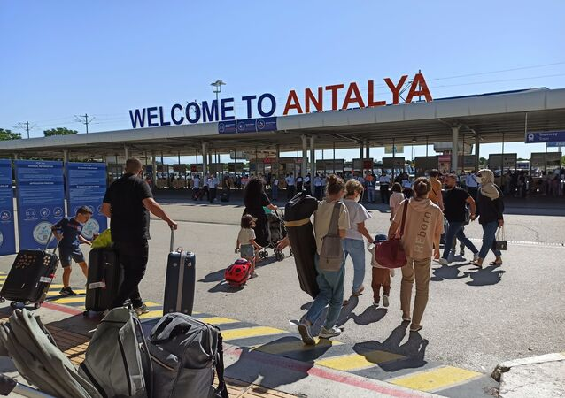 Rus turistler Antalya'da
