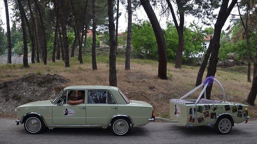 Modifiye edilerek römork bağlanan Murat 124 düğün yapacak çiftlerden ilgi görüyor